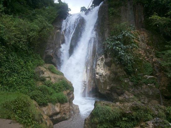 Bhatta Falls mussoorie